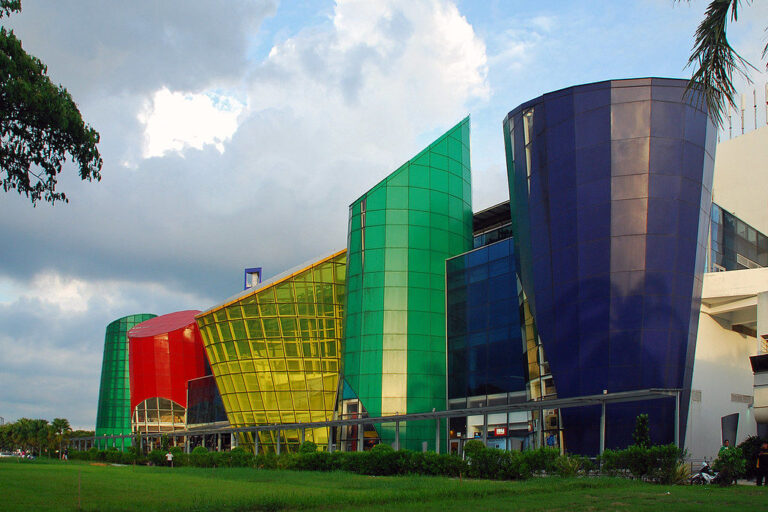 Kallang Leisure Park is 5 minutes drive from Mori